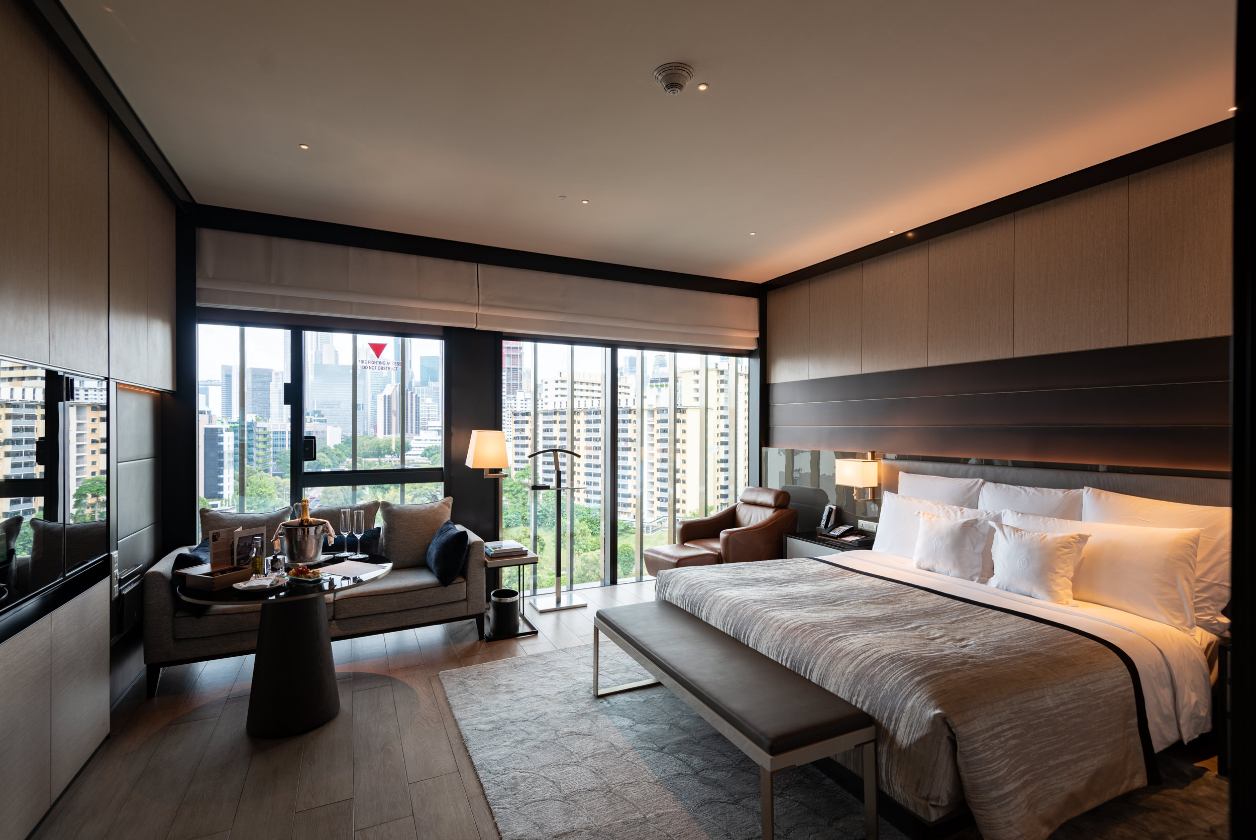 Bedroom  Quayside Corner Suite - InterContinental Singapore Robertson Quay