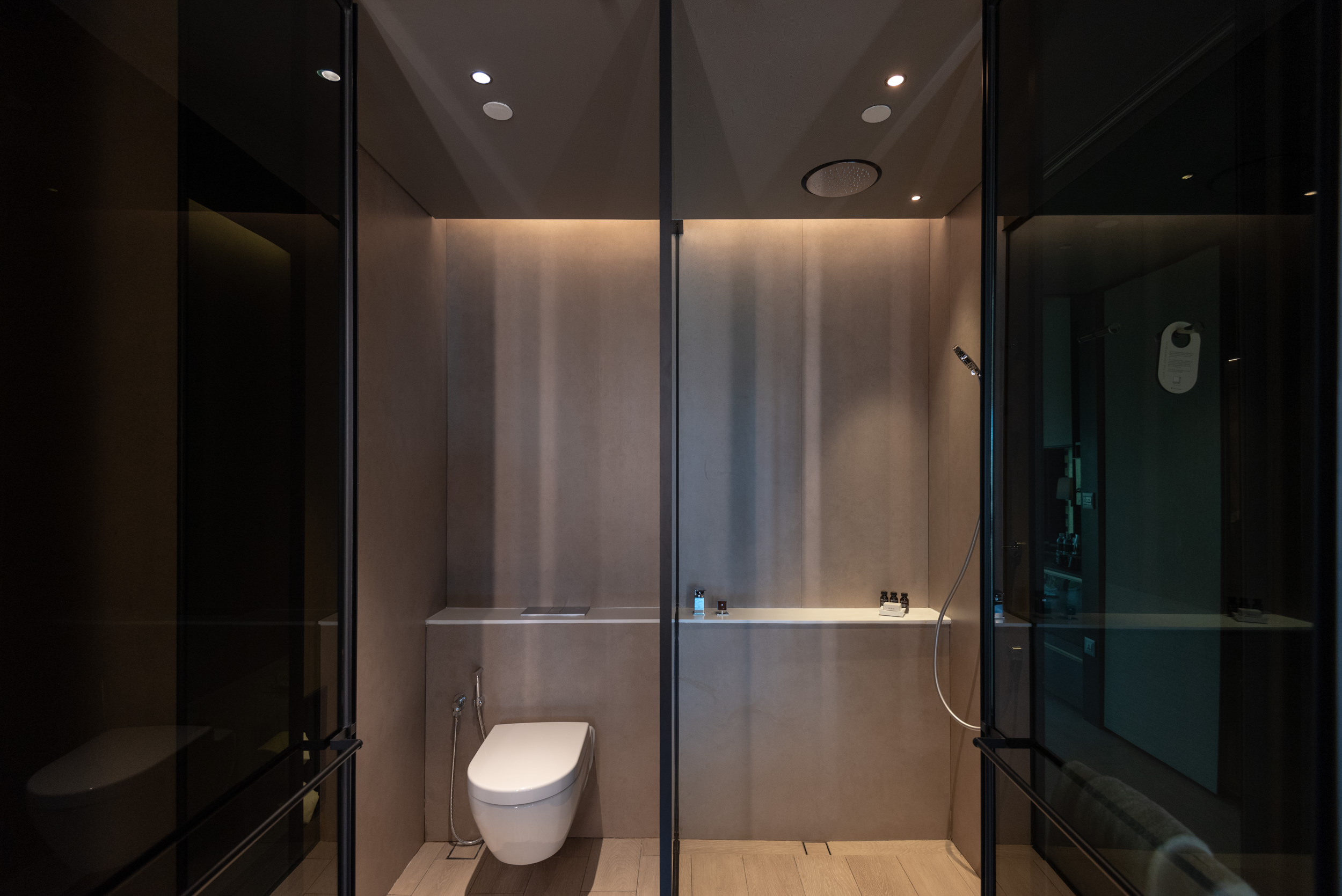 Bathroom  Quayside Corner Suite - InterContinental Singapore Robertson Quay