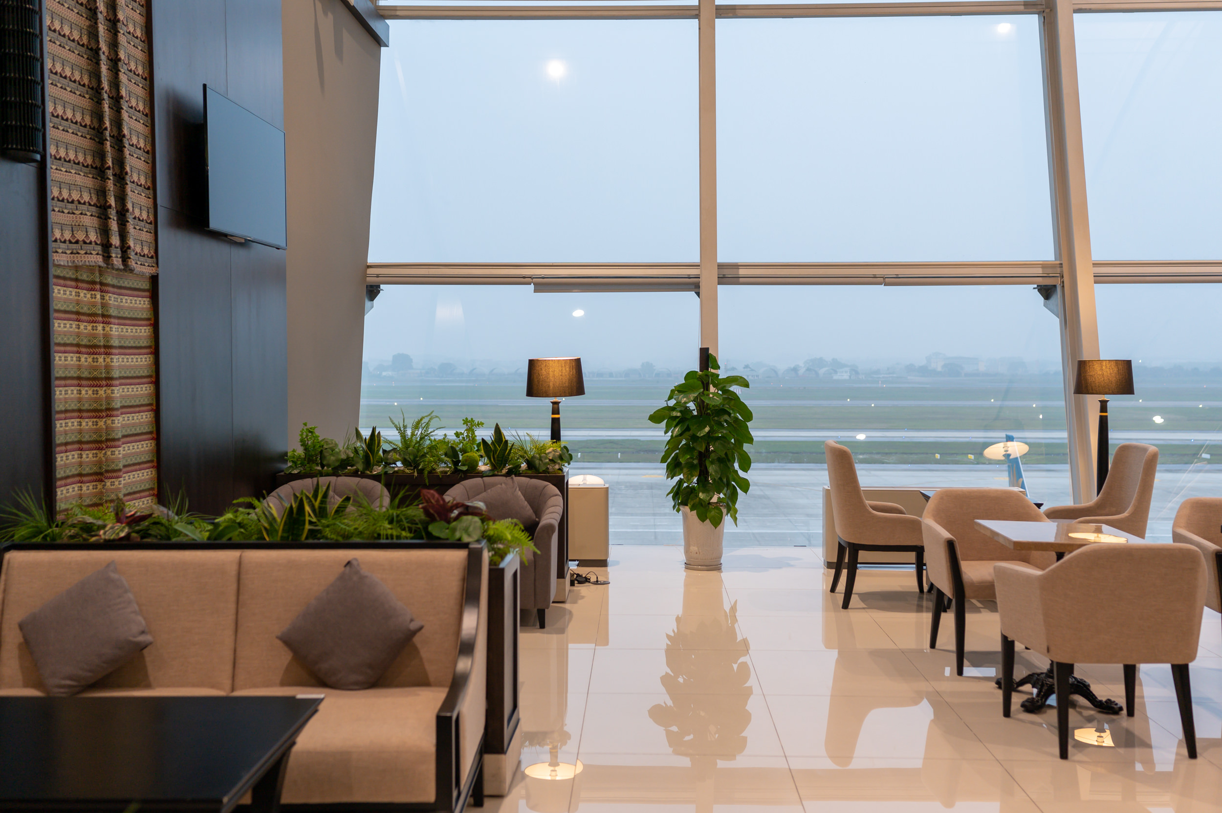 Runway View  Song Hong Business Lounge - Noi Bai International AIrport (HAN)