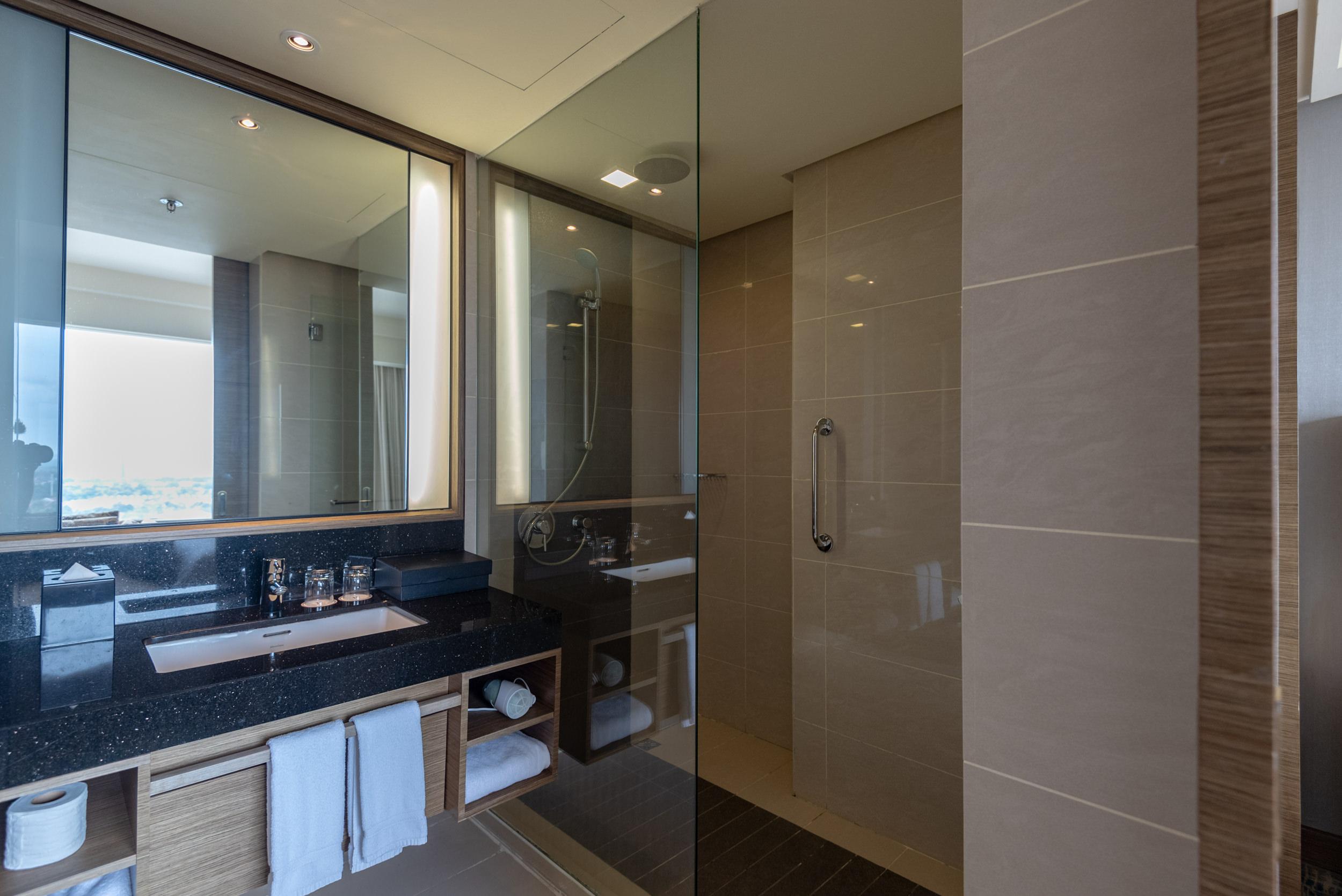 Bathroom  Club Room - Renaissance Johor Bahru Hotel