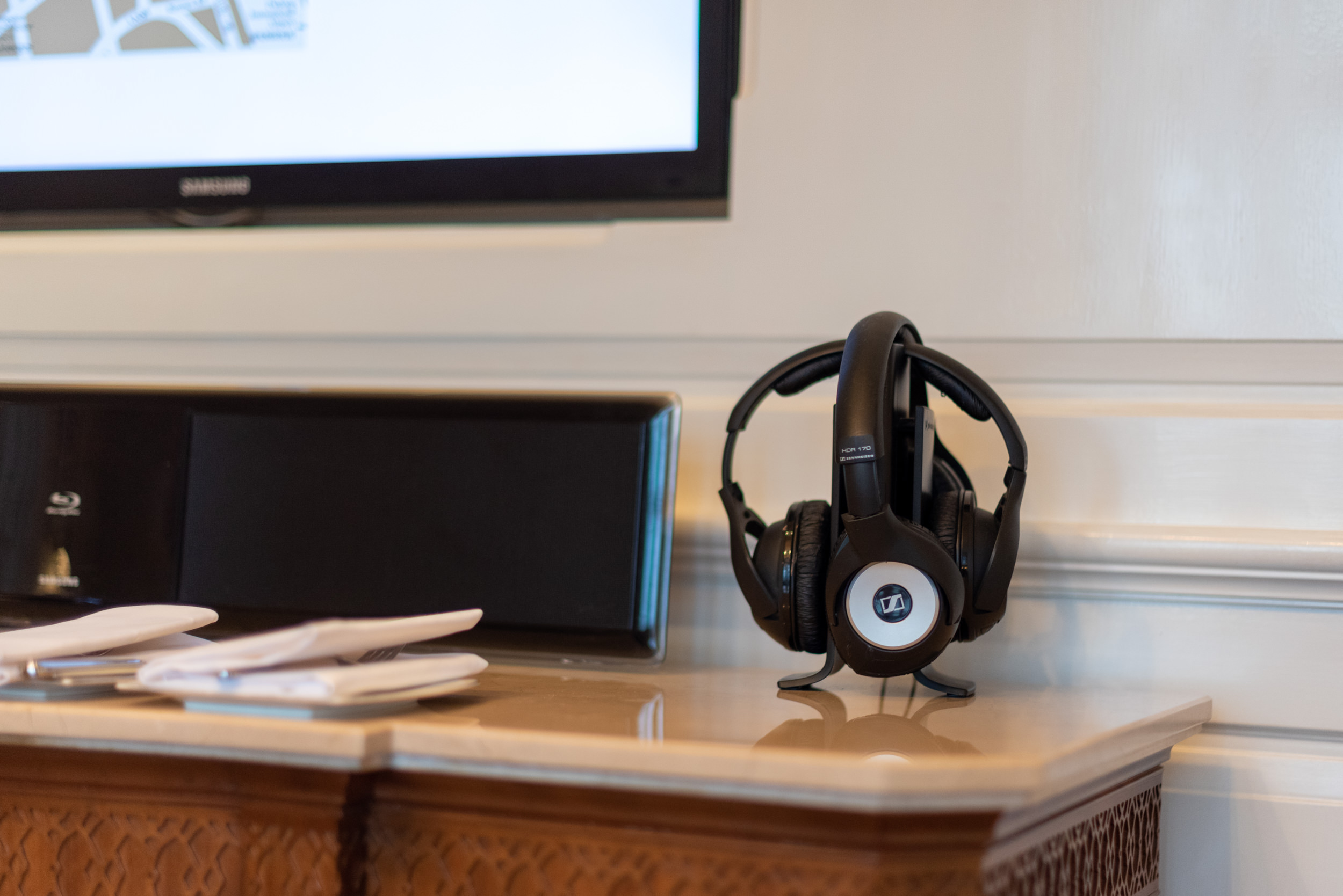 Noise-cancelling Headphones Heritage Luxury River View Suite - Waldorf Astoria Shanghai on the Bund