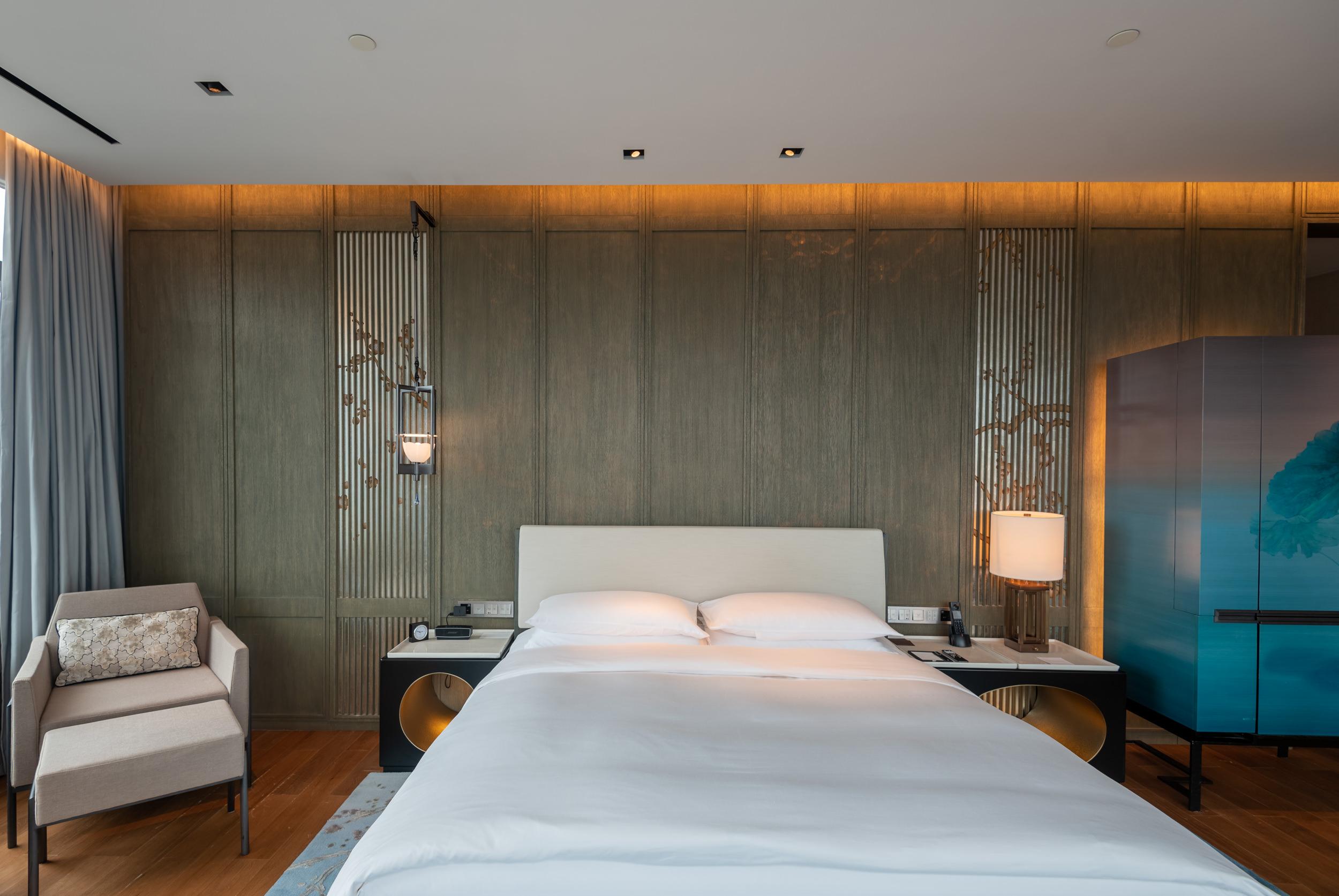 King-size Bed  Deluxe Riverview King - Park Hyatt Hangzhou