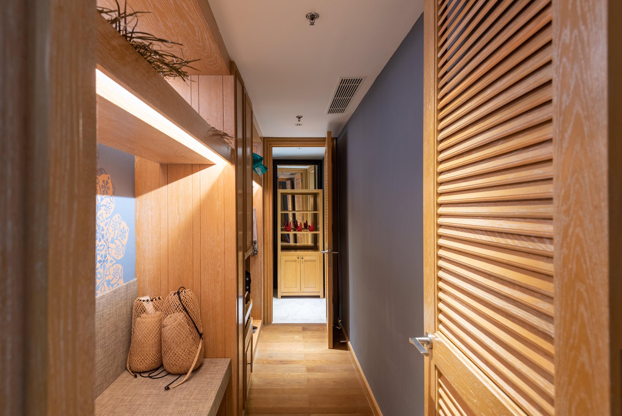 Walk-in Wardrobe  Perada Suite - Hotel Indigo Bali Seminyak Beach
