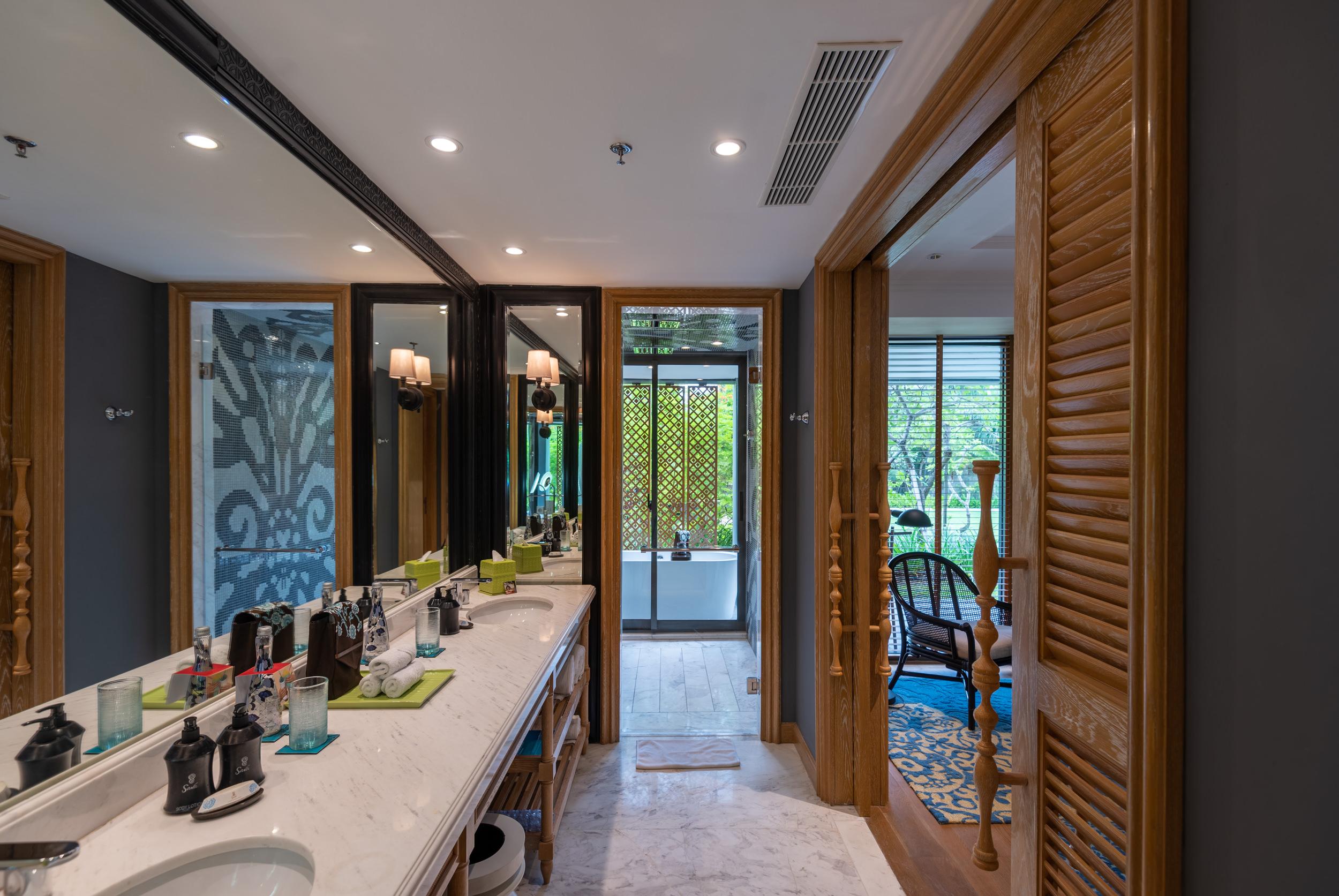 Bathroom  Perada Suite - Hotel Indigo Bali Seminyak Beach