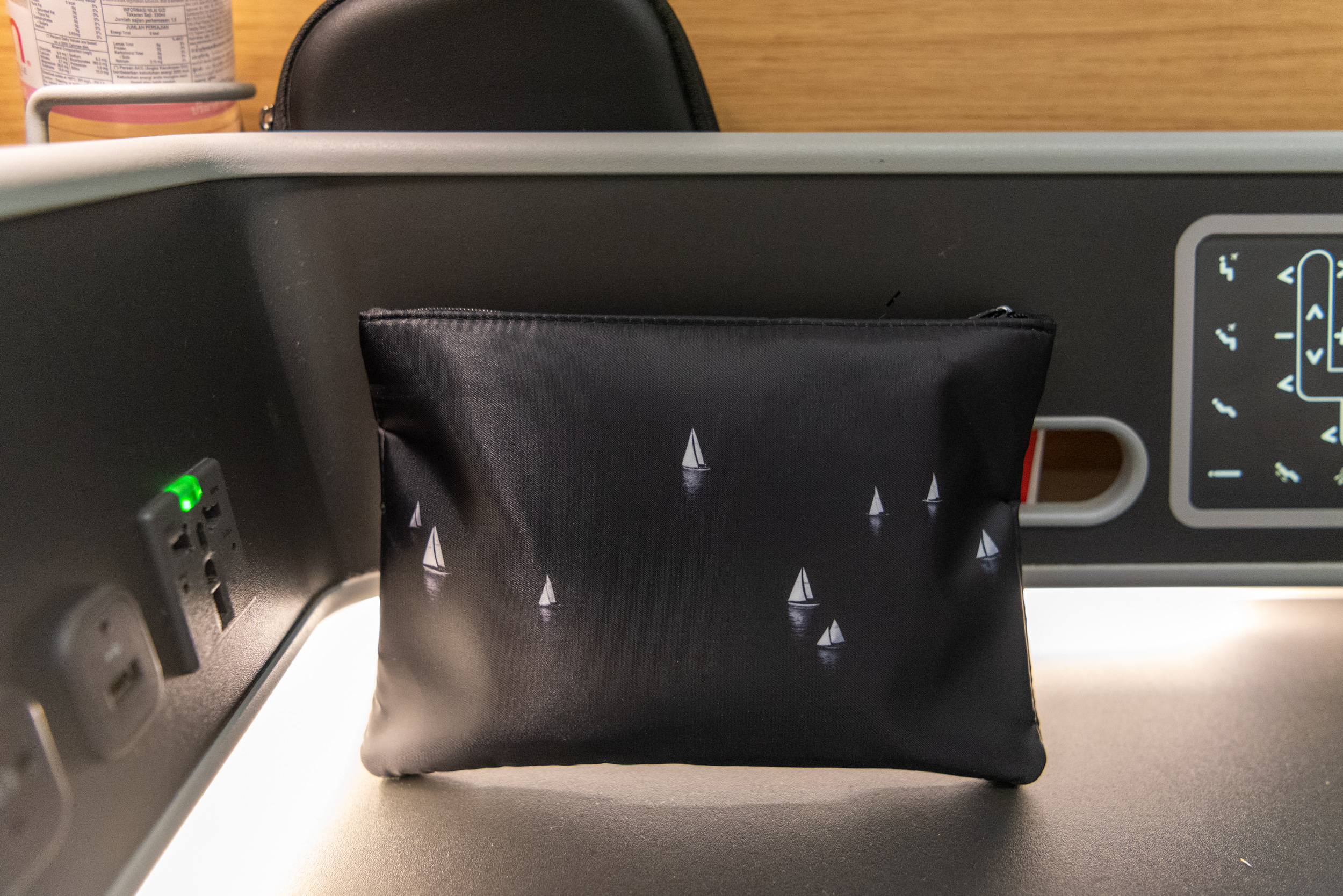 Business Class Amenity Kit  Qantas Business Class QF52 A330-300 - SIN to BNE