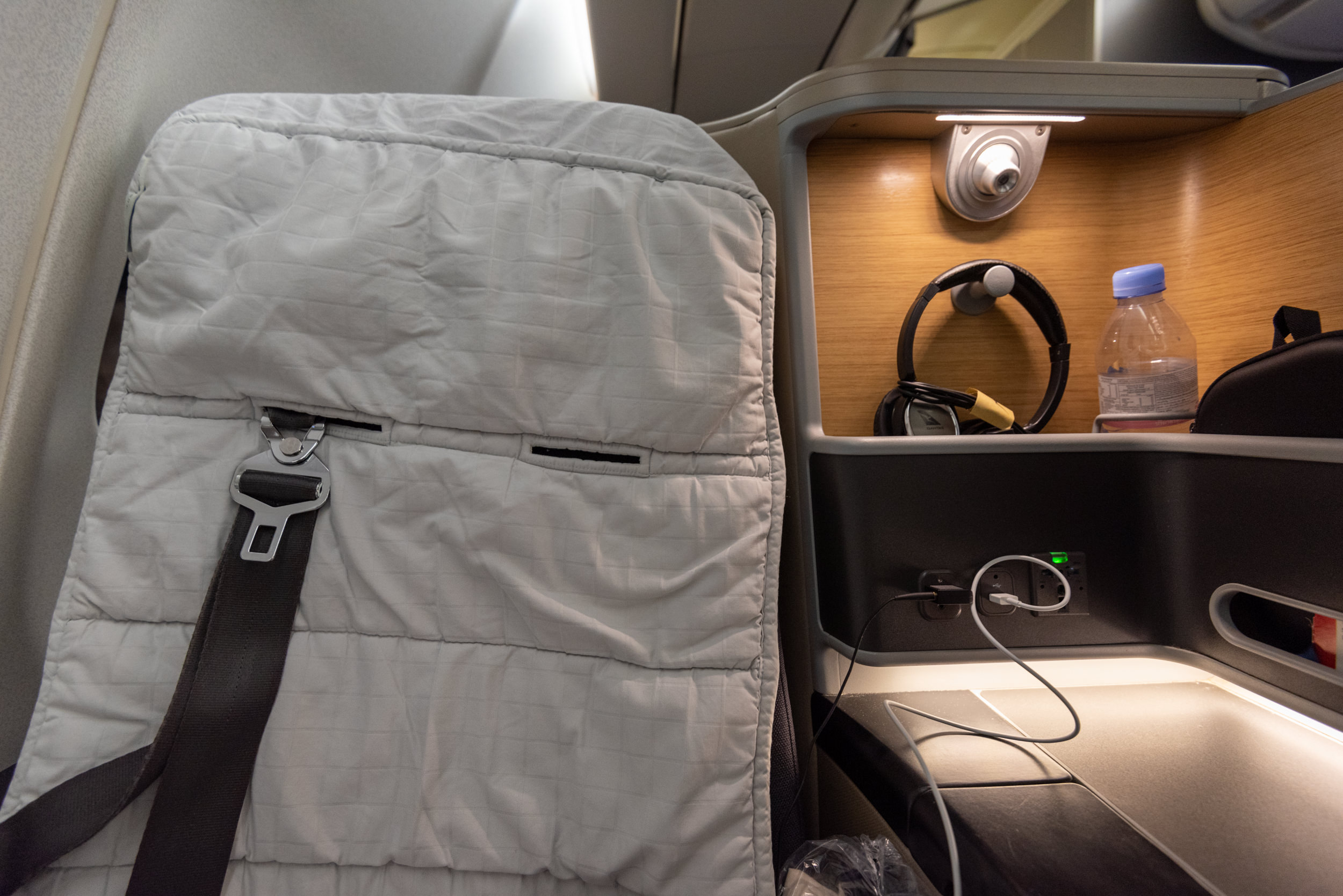 Faulty Seat 6K   Qantas Business Class QF52 A330-300 - SIN to BNE