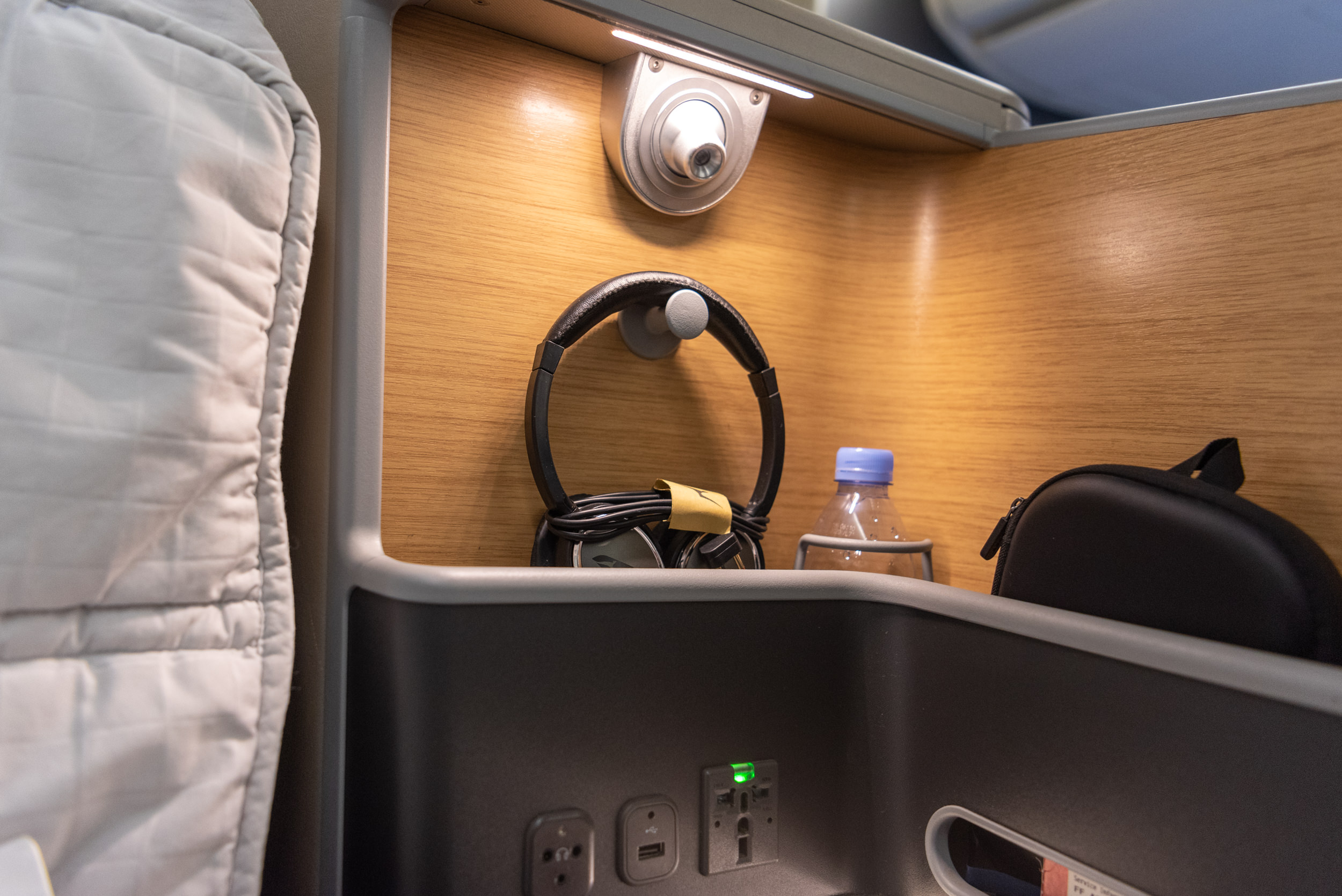 Headphones  Qantas Business Class QF52 A330-300 - SIN to BNE