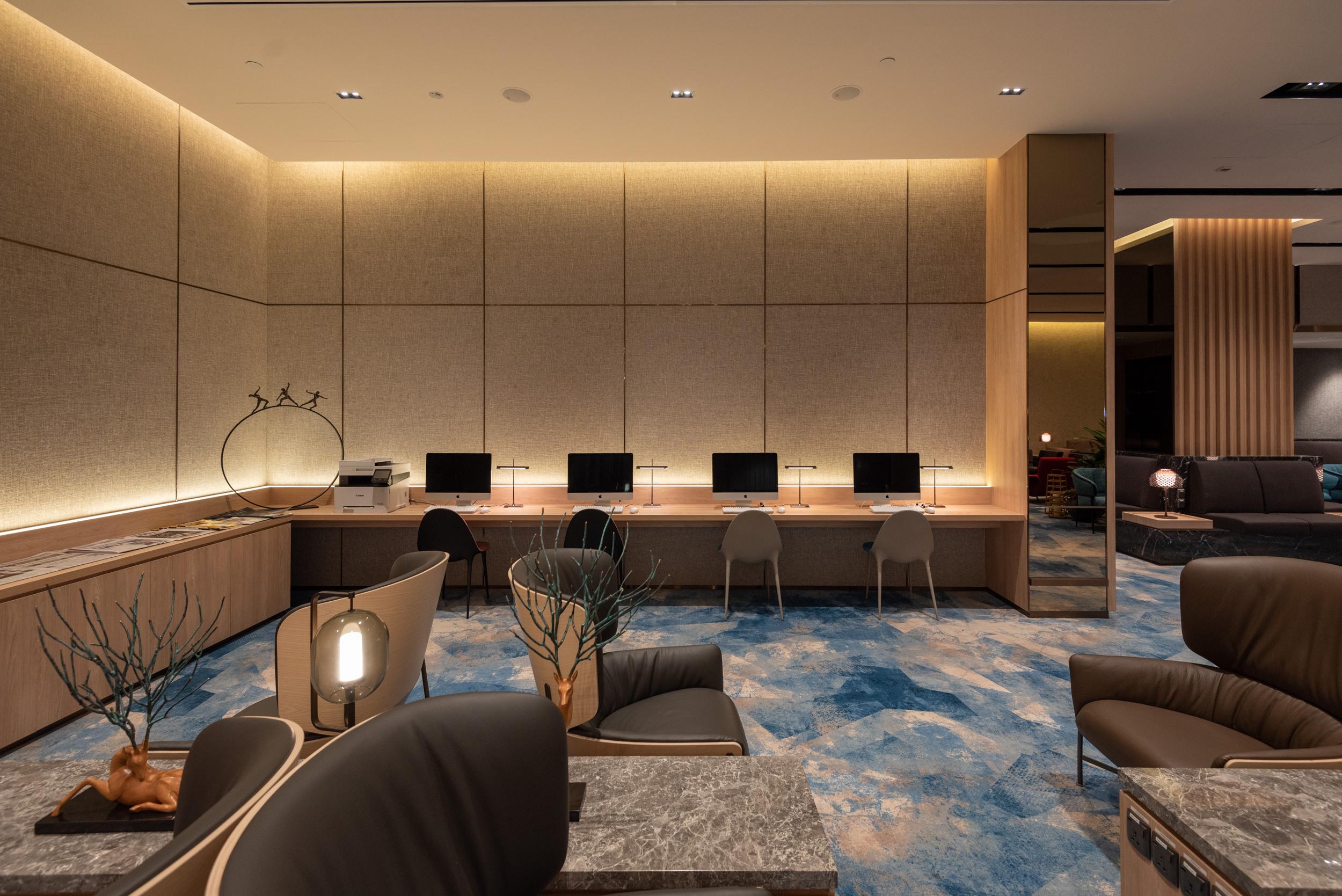 Work Stations  Changi Lounge - Jewel Changi Airport