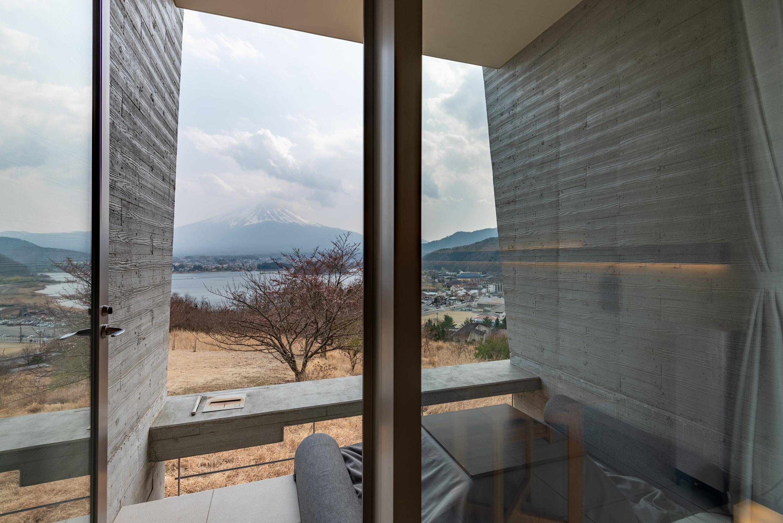 Private Terrace with View of Mt. Fuji  T Cabin - HOSHINOYA Fuji