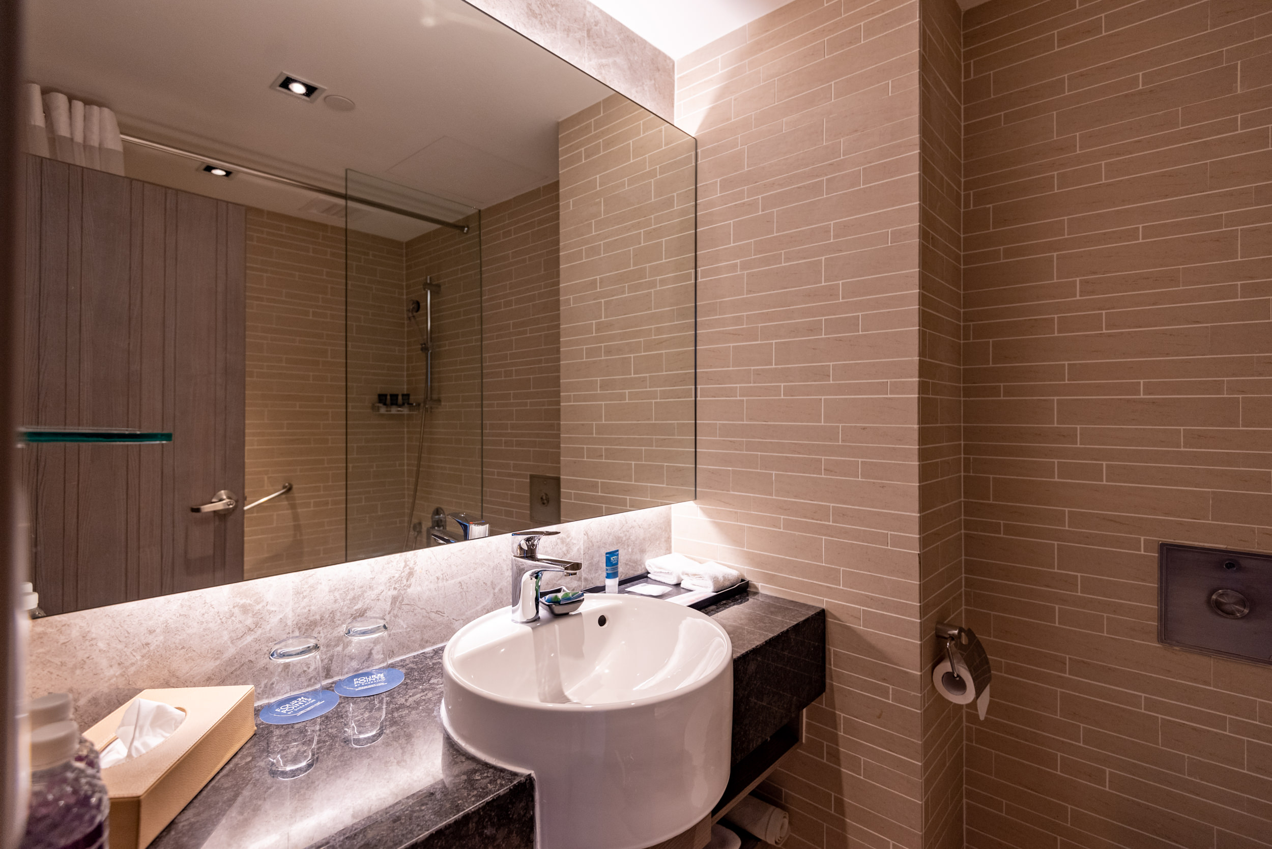 Bathroom  Premium Room - Four Points by Sheraton Singapore, Riverview