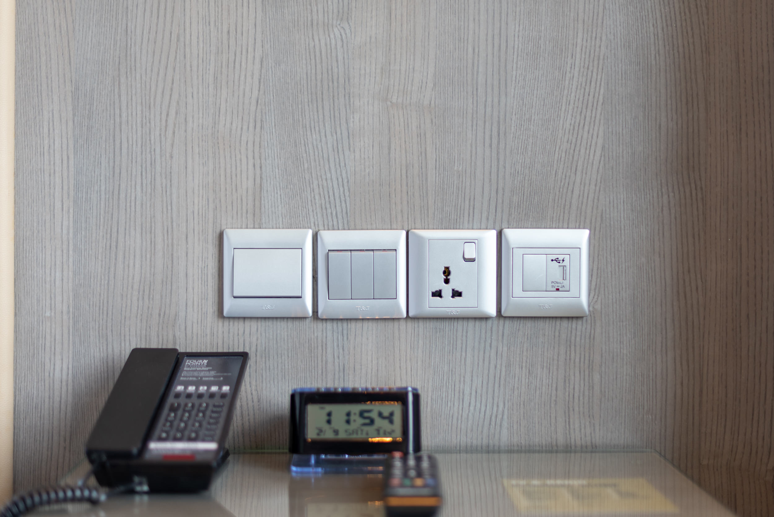 Universal Power Outlet  Premium Room - Four Points by Sheraton Singapore, Riverview