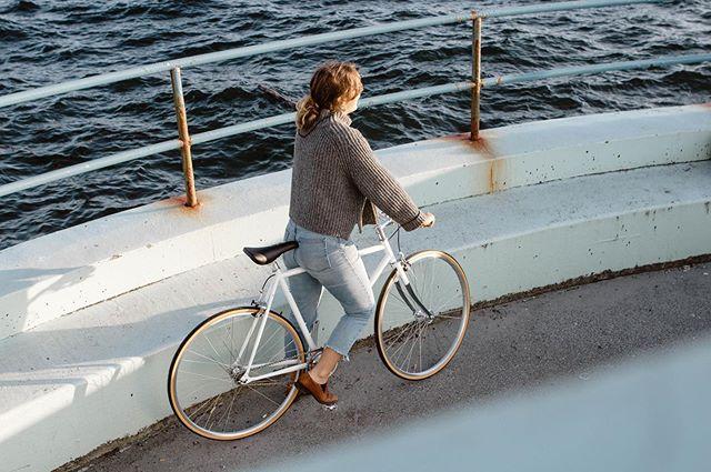 No better way to kick off the week than a bike ride. 🚲☀️ #lochsidecycles #bikepwn #bikeyyj #yyj #citybike #fixedgear #singlespeed #fixiebike #dallasroad