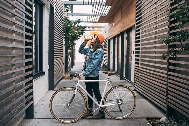 Coffee. Ride. Repeat.  #lochsidecycles #coffeeandbikes #discoverycoffee #citybike #urbancycling #victoriabc #yyj 📷 @tonyamareephotography
