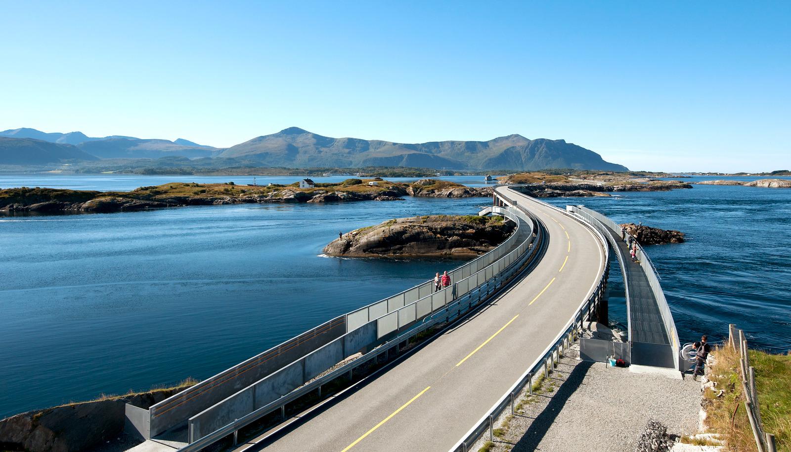 Atlantic Road - Atlanterhavsvegen, September 8th. Photo by Roger Ellingsen, Statens Vegvesen.