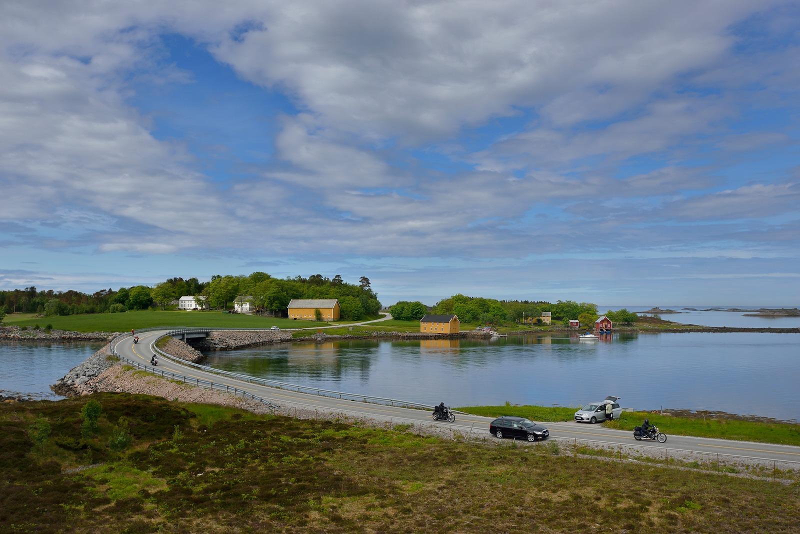 Atlantic Road - Atlanterhavsvegen, June 17th. Photo by Roger Ellingsen, Statens Vegvesen.