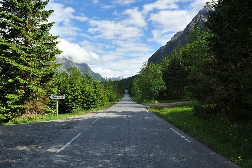 At the foot of Trollstigen. Photo by Roger Ellingsen / Statens Vegvesen.