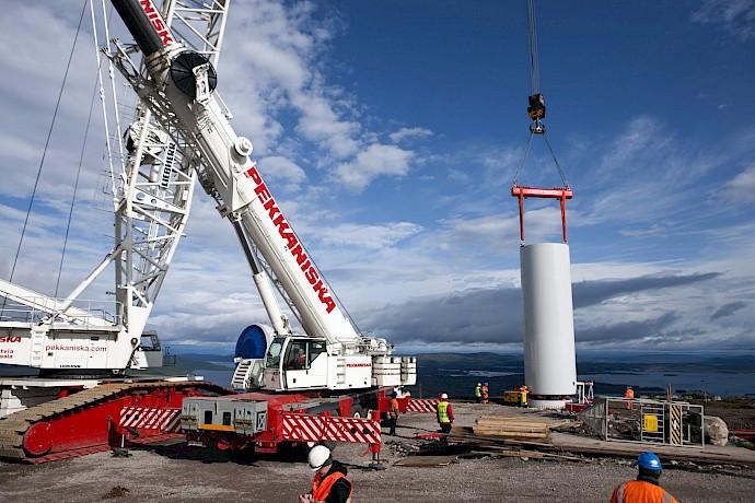 pekkaniska-cranes.690x460.jpg