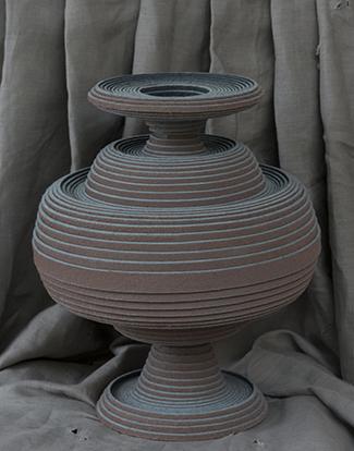 Vilten vaas van  Siba Sahabi