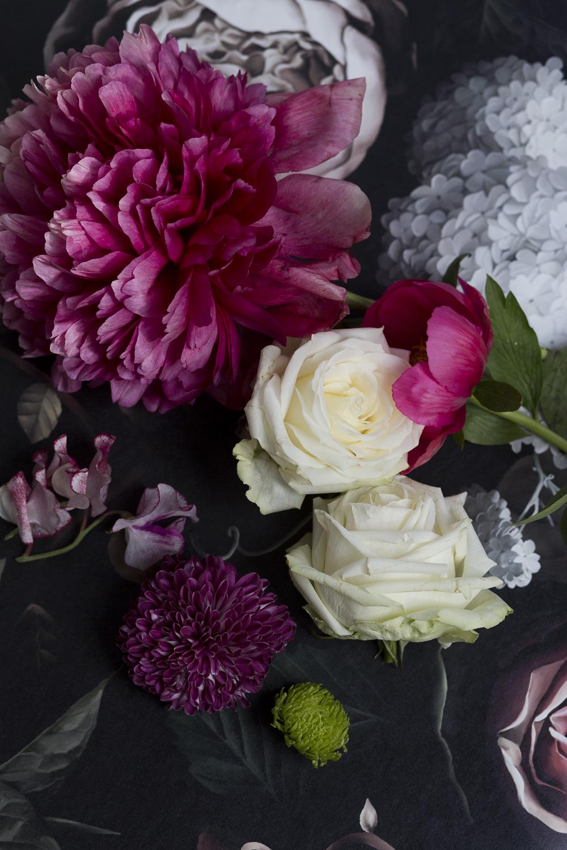 Bloemen op het behang van  Ellie Cashman
