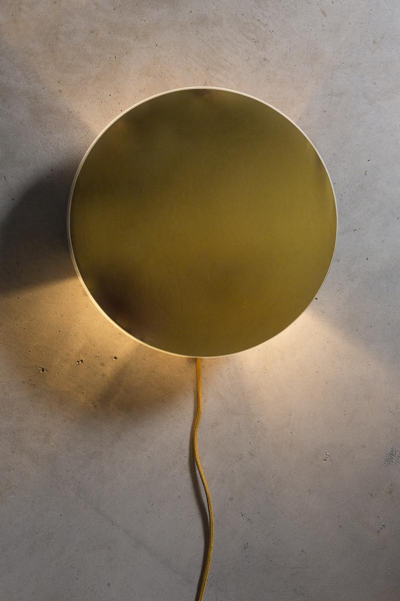 Lamp gemaakt van spiegel van  &Klevering , Strijkijzersnoer van  Snoerboer