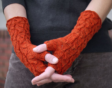 Another accessory pattern, Fallberry Mitts by Anne Hanson. Image courtesy of knitspot
