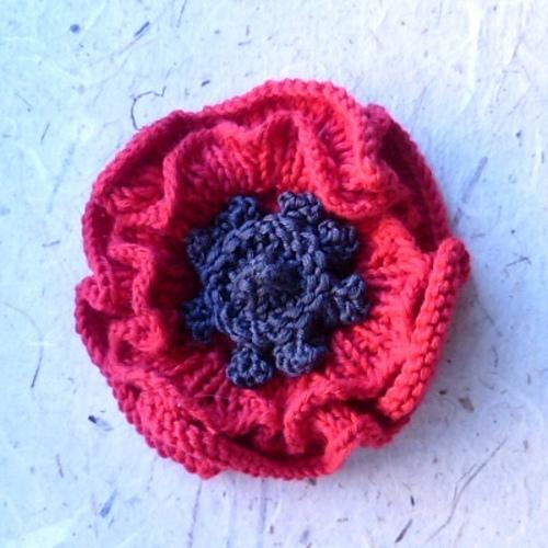 Knitted_poppy_medium.JPG