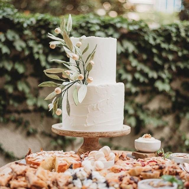 How sweet it is. Life is a piece of cake with an event at Marie Gabrielle! 📷: @golddusteventco