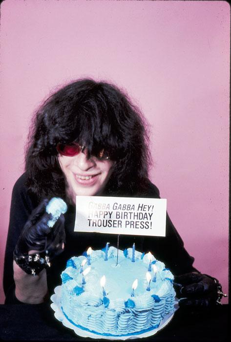 Trouser Press outtake. Joey Ramone 1984 - Photo © GODLIS