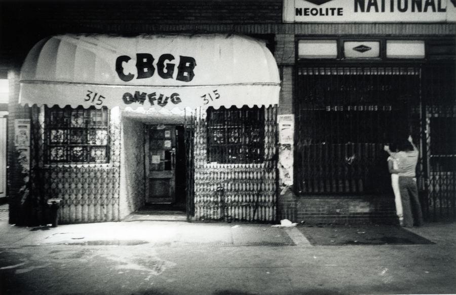 Bowery77_cbgb005H_godlis.jpg
