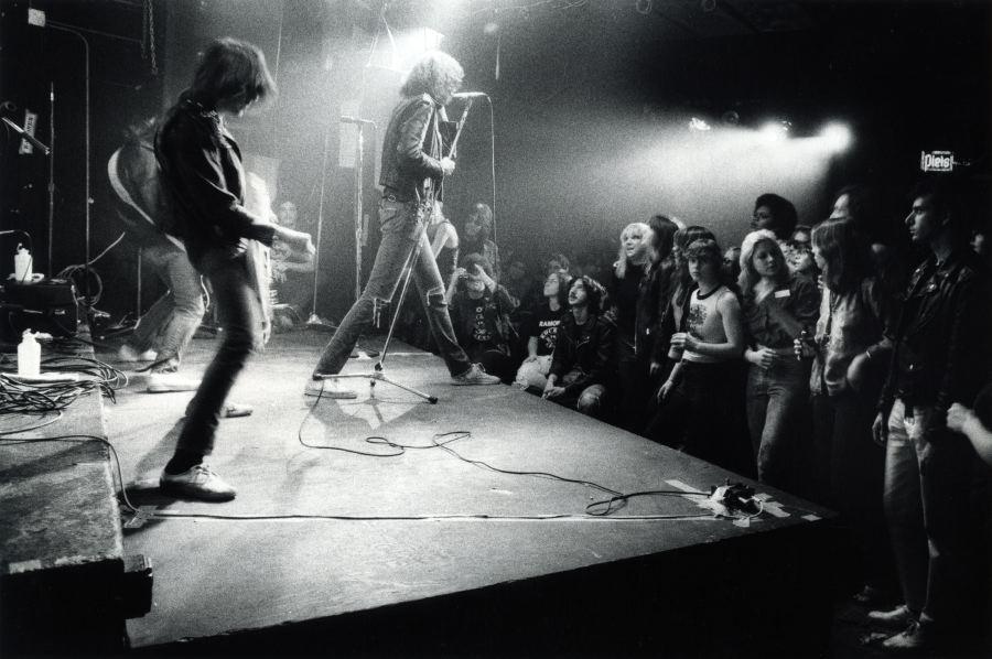 Ramones1977_cbgb012H_godlis.jpg