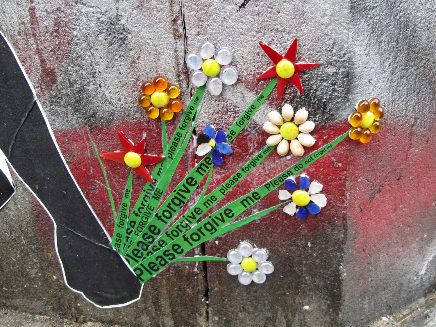 Wing_Street_Art_Glass_Mosaic_Warrior_Flowers_Detail.jpg