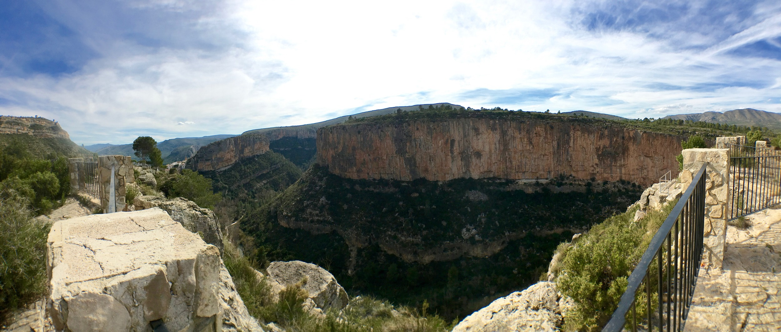 The climbing gorge from the balcony of the  El Altico refugio
