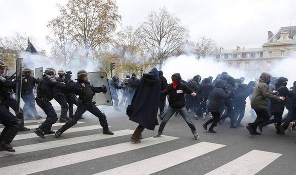 Paris-riot-622894.jpg