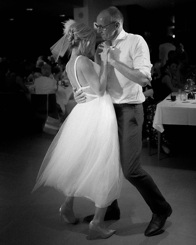 There's something to dancing photos, beauty in movement, the excitement of the moment. I cannot wait until my boy is old enough to dance and dance with him. Today I'm thankful for the hopeful future 🥰 what are you thankful for today? #dance #firstdance #wedding #belgium #beautifulbride #bruid #dansen #zwartwit #zw #bruiloftfotografie #postingagain #thankful #blackandwhite