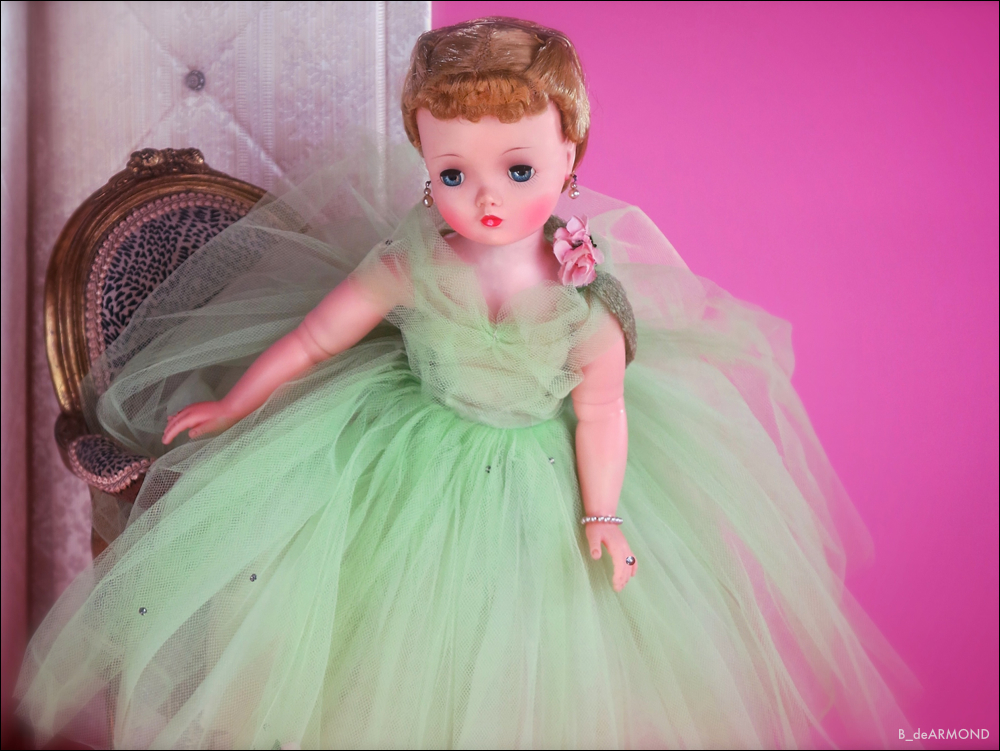 Cissy Sitting - 1958 light green 3/4 demi longueur tulle gown