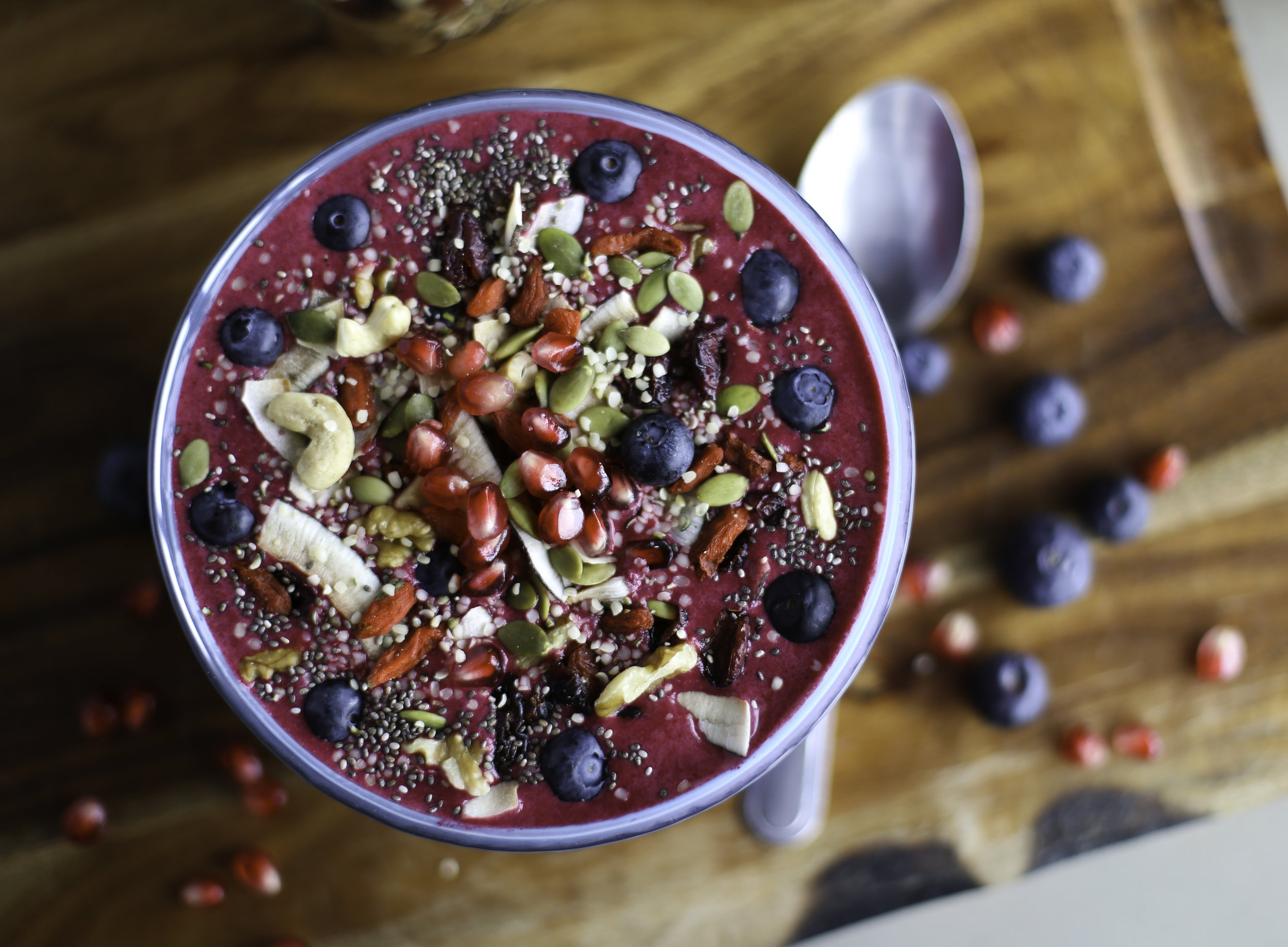 THE ULTIMATE - SMOOTHIE BOWL RECIPE GUIDE