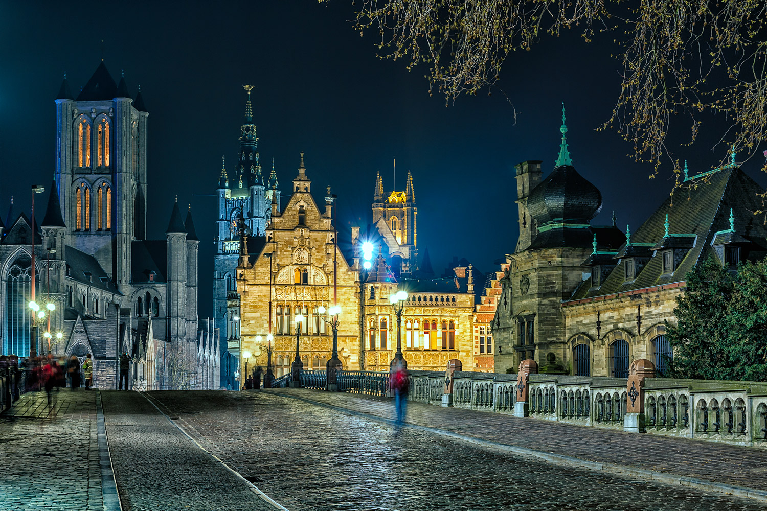 Ghent at night - 38mm   8.0 sec   f8   ISO100