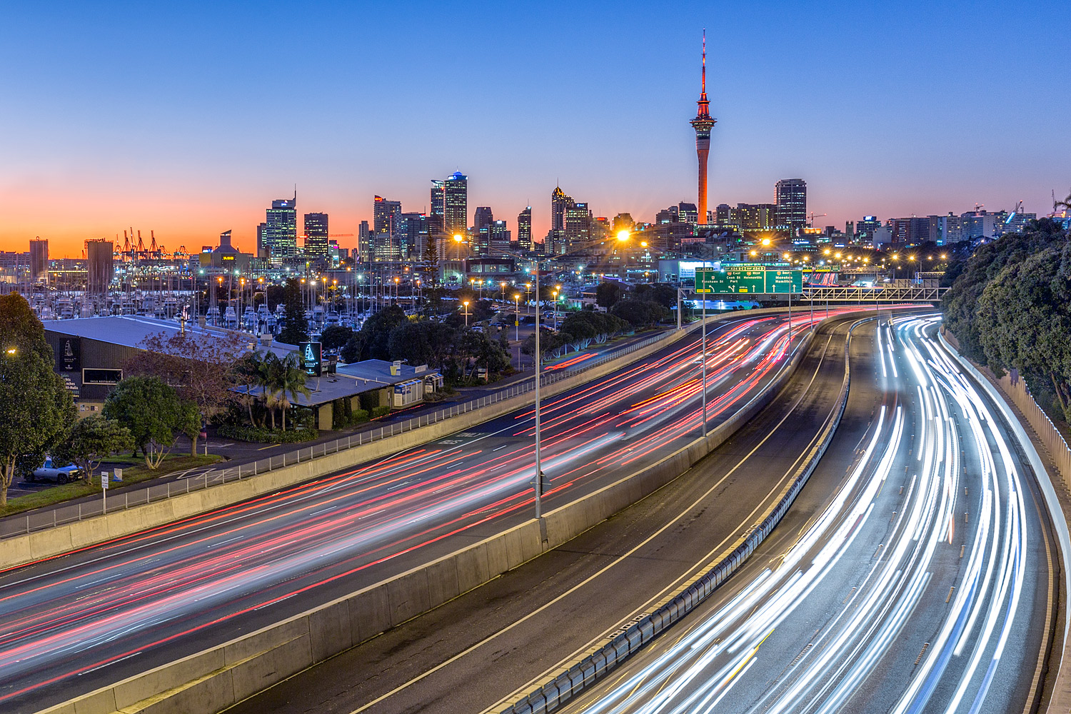 Auckland City from the Shelly Beach Road overpass | 35mm | 3.2sec | f8.0 | ISO100
