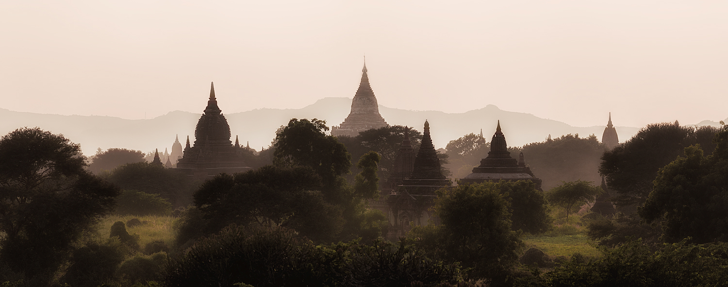 The Temples of Bagan | 14 image panorama @ 300mm | 1/640th sec | f8.0 | ISO100