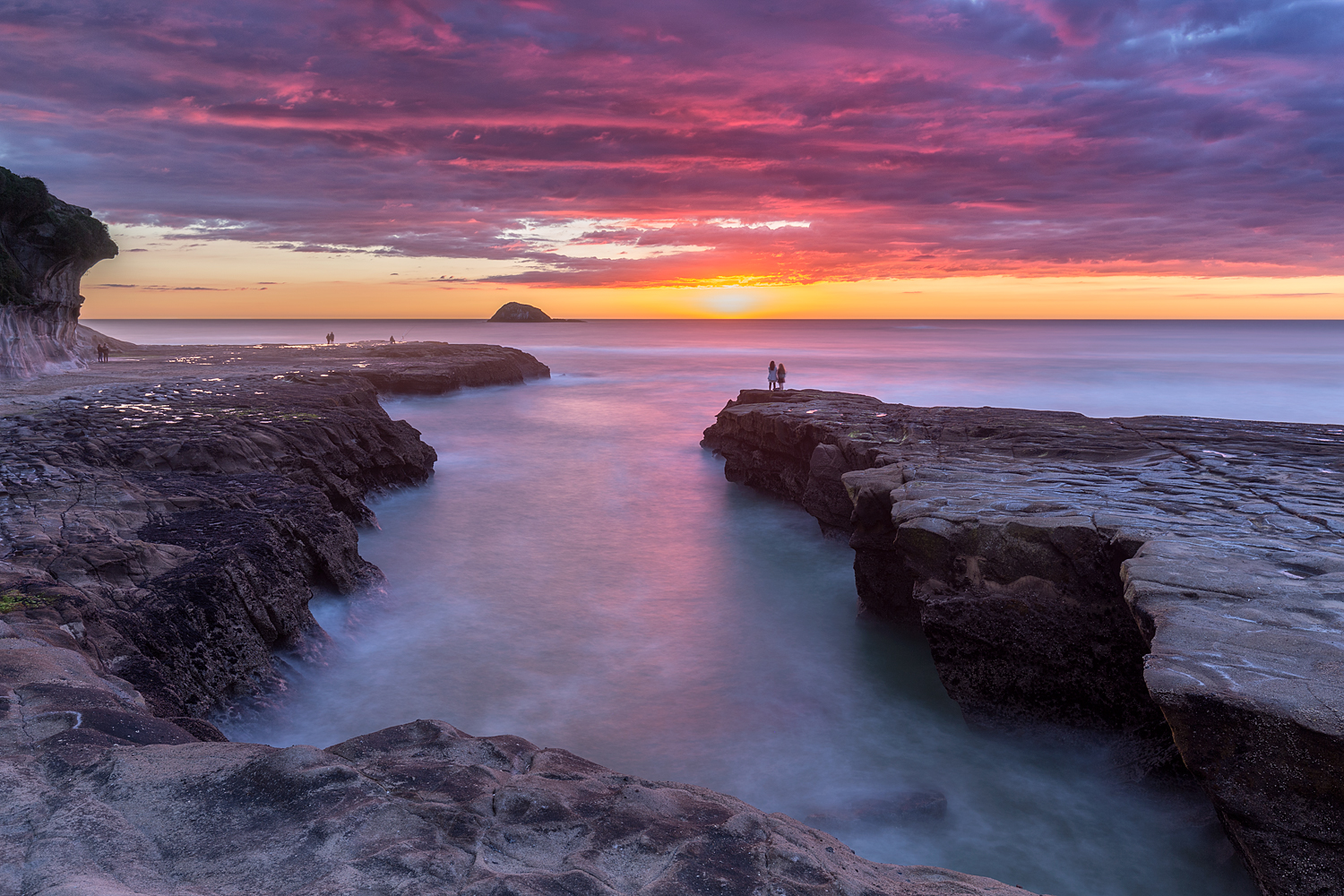 Muriwai Sunset (again) | 26mm | f10 | 3 exposures @ 4, 15 and 30sec | ISO100