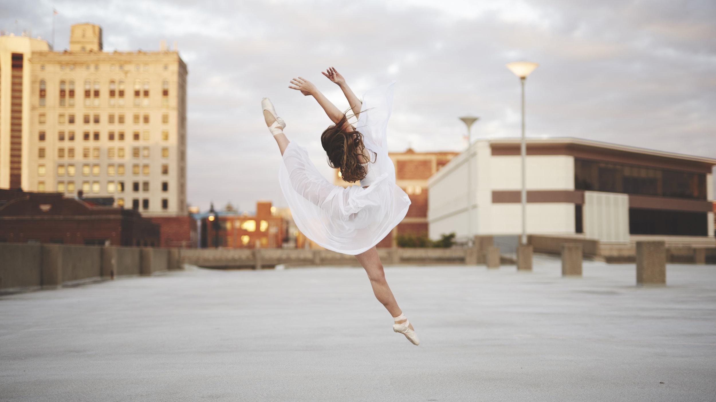 action jump shot of Illinois ballerina