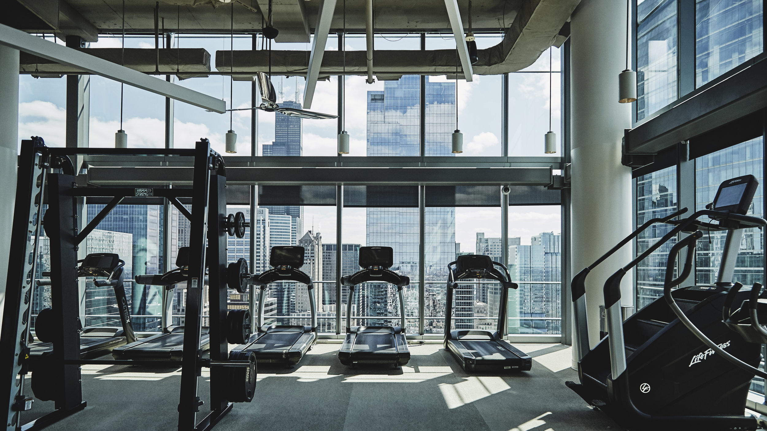 photo of workout gym in Chicago IL high-rise