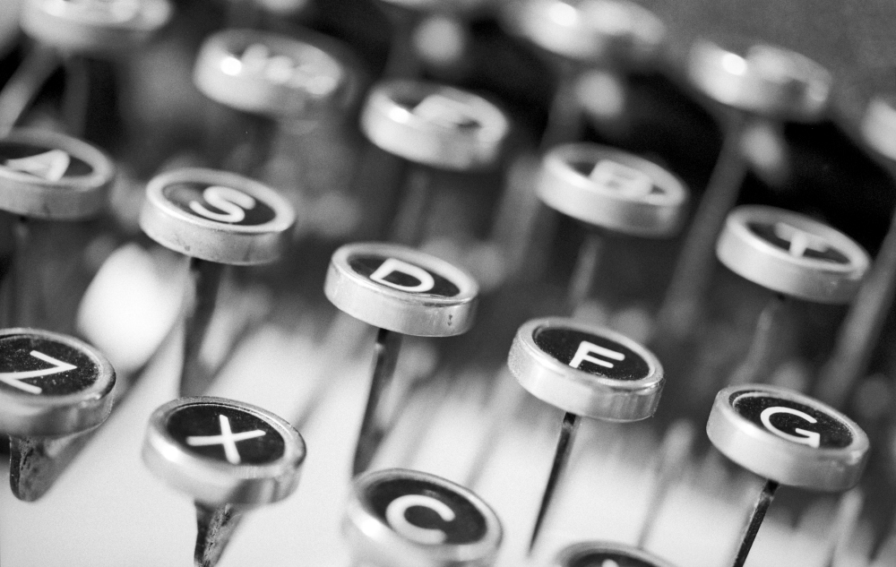 typewriter keys 1000.jpg