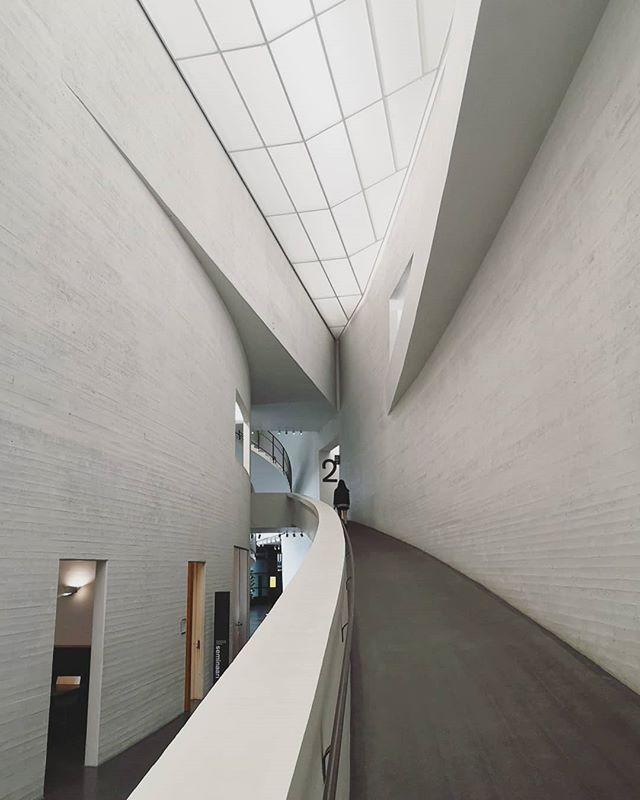 Helsinki's got cuuuurves. From the Kubrikian Kiasma to the library of the future, the architecture in Helsinki does not disappoint. 🙌