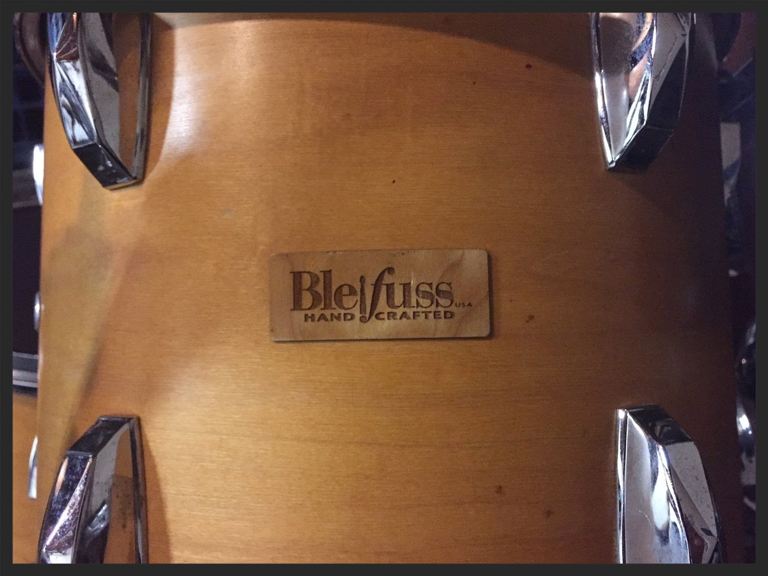When he originally made my drums, Paulhad not yet started putting these wood badges on his drums, but he asked me later if I would like to add them to my kit.