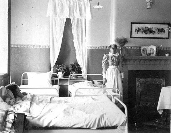 Nurse-1900-Photograph-Collection-MNHS.org_-595x463.jpg