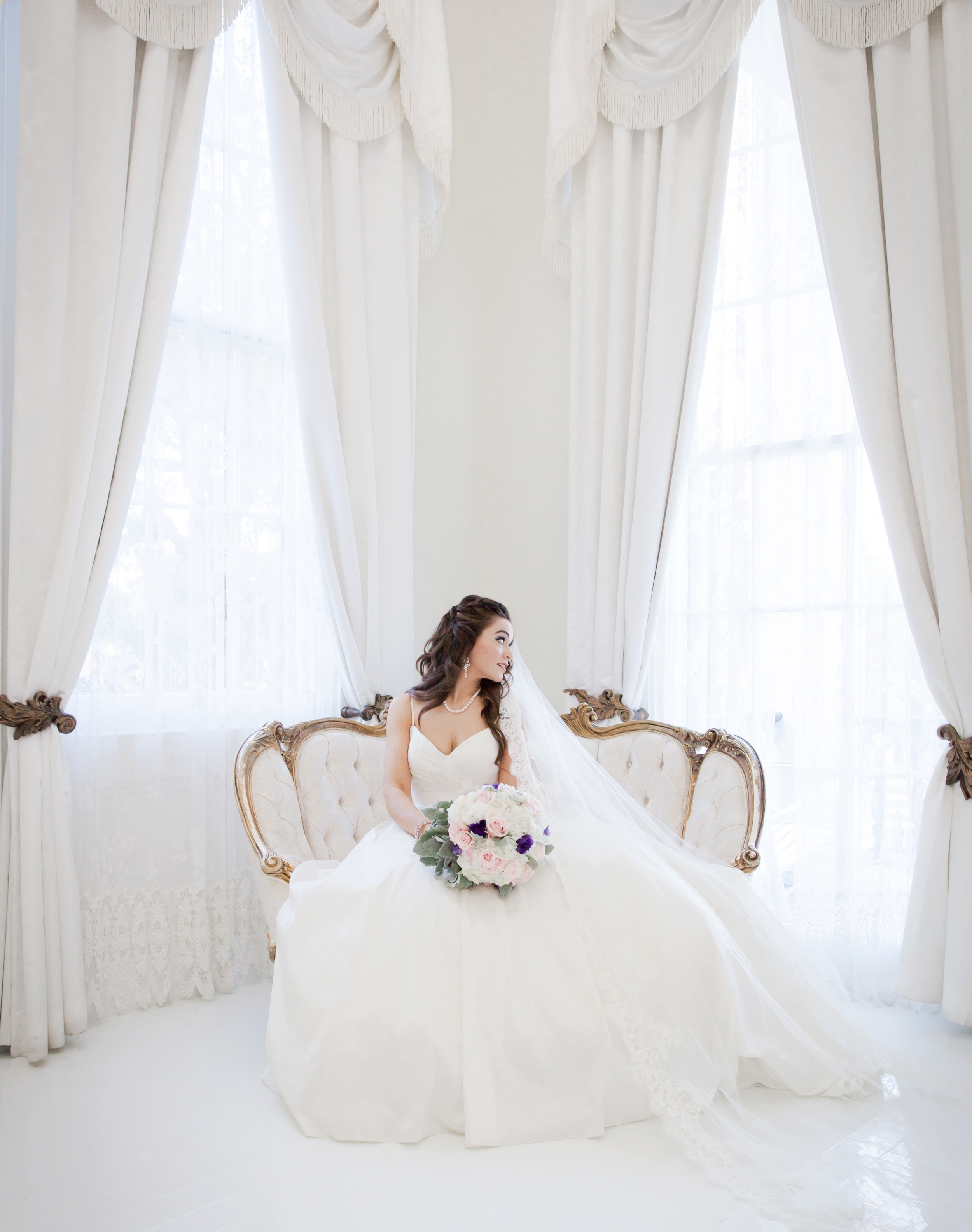 The White room st Nottoway Plantation is a perfect setting for #stunning imagery of your bride in all natural light