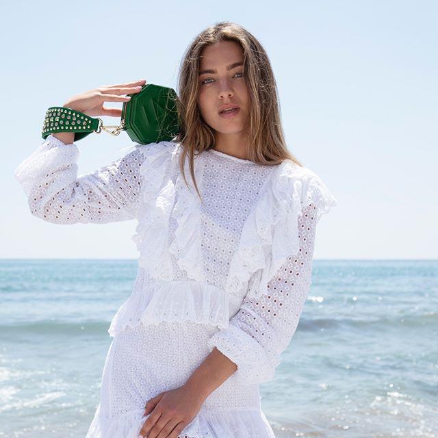 Donya perfect for beach to bar 🍸 . . . . #lunaamanigals #bag #bagaddict #clutch #clutchbag #ss19 #bagshop #springsummer #baglover #geometricdesign #geometric #ootd #stylist #leatherbag #londonblogger #instafashion #fashion #designer #editorial #lunaamani #bagoftheday #fashionblogger #handbag #design #fashioninspo #aw19 #londonbloggers #cardiffblogger #iran #artist