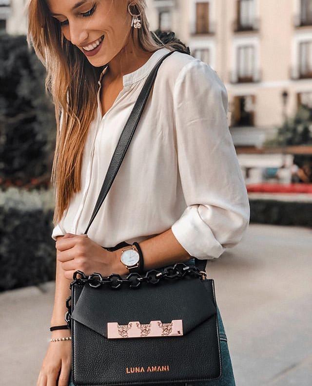 @mjsanchezlo teaming Tala perfectly! 🖤 . . . . #lunaamanigals #bag #bagaddict #clutch #clutchbag #ss19 #streetstyleinspo #springsummer #baglover #geometricdesign #geometric #ootd #stylist #leatherbag #londonblogger #instafashion #fashion #designer #editorial #lunaamani #bagoftheday #bloggerstyle #handbag #design #fashioninspo #aw19 #londonbloggers #cardiffblogger #ss20 #streetstyleluxe