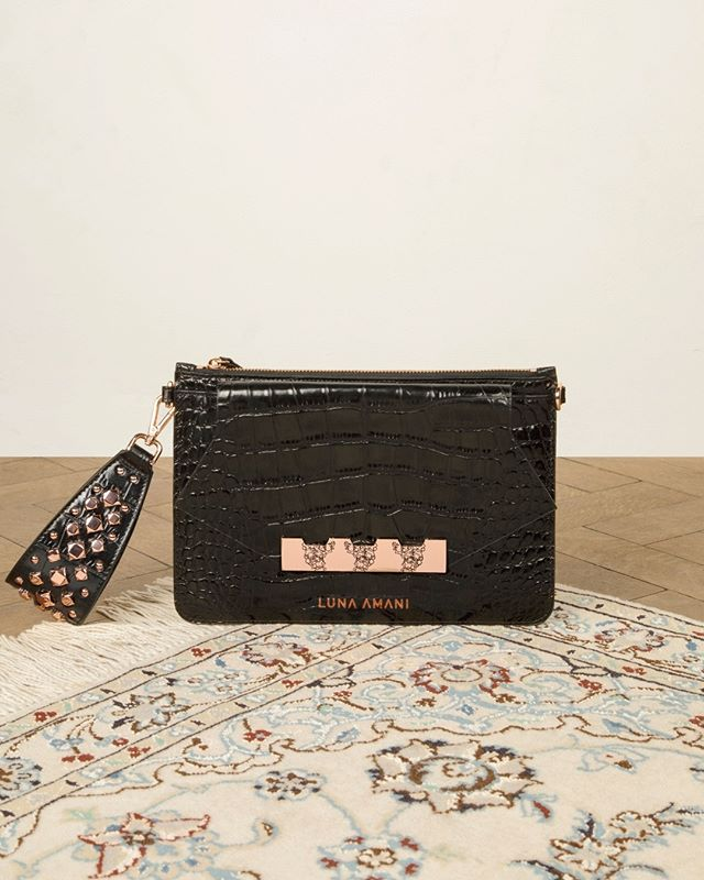 Welcome to AW19! 🖤 Meet my Nelli Clutch with rose gold studs - pre order today 😊 . . . . #lunaamanigals #bag #bagaddict #clutch #clutchbag #ss19 #streetstyleinspo #springsummer #baglover #geometricdesign #geometric #ootd #stylist #leatherbag #londonblogger #instafashion #fashion #designer #editorial #lunaamani #bagoftheday #bloggerstyle #handbag #design #fashioninspo #aw19 #londonbloggers #cardiffblogger #ss20 #streetstyleluxe